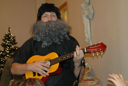 The singing Rabbi with his guitar