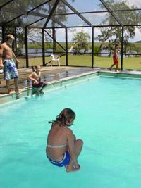 Rachel cannonballs into the pool